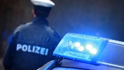 Polizeieinsatz mit Blaulicht. Symbolfoto: Karl-Josef Hildenbrand/dpa