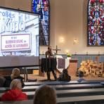 Die evangelische Kirchengemeinde Leeheim integriert in den Abendgottesdienst eine Talkrunde mit Hausarzt Boris Kniepert und Assistenzärztin Anja Frauenknecht. Foto: Vollformat/Robert Heiler