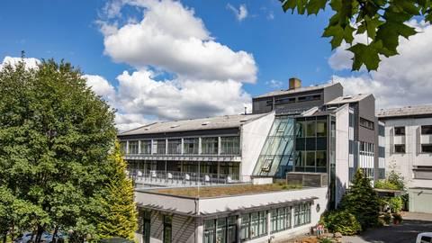 Außenansicht der Helios Klinik Oberwald. Fotos: Helios Kliniken