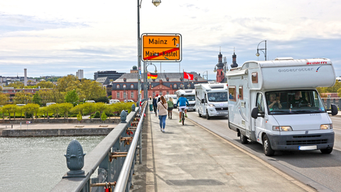 """Der Zug von Mainz-Hechtsheim nach Wiesbaden steht unter dem Motto """"Campen mit Abstand"""". Foto: René Vingeron"""