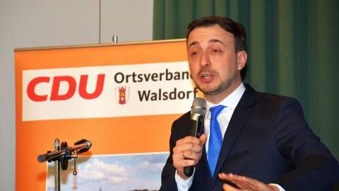 CDU-Generalsekretär Paul Ziemiak zu Gast beim CDU-Heringsessen in Walsdorf. Foto: Stefan Gärth