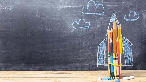 In Rheinland-Pfalz und Hessen gibt es an den allgemein- und berufsbildenden Schulen rund 1,35 Millionen Schüler. In zehn Wochen geht für sie alle ein ungewöhnliches Schuljahr zu Ende.  Foto: maglara, jd-photodesign - stock.adobe