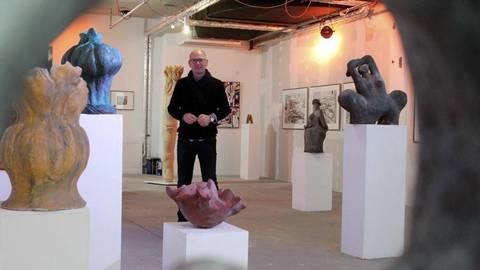 Alfonso Mannella in seinem Ausstellungsraum in den Markthäusern, den er sich mit Renate Ott teilt. Foto: hbz/Jörg Henkel  Foto: hbz/Jörg Henkel