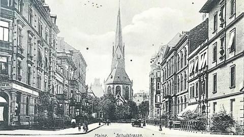 Blick von der Kreuzung mit der Gartenfeldstraße Richtung Boppstraße und Kirche St. Bonifazius. Foto: Sammlung Michael Bermeitinger
