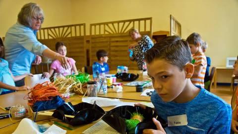 Kinder Basteln Bei Upcyling Projekt Der Vg Rudesheim
