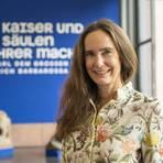 Tanja Kinkel, auf historische Themen spezialisierte Bestseller-Autorin, besucht die Mainzer Kaiser-Schau. Foto: hbz/Stefan Sämmer