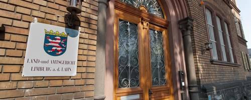Das Landgericht in Limburg: Hier beginnt am Freitag, 25. Januar, der Prozess gegen einen 27 Jahre alten Mann, der im Juni vergangenen Jahres in Herborn eine 91 Jahre alte Frau vergewaltigt haben soll. Archivfoto: Reimund Schwarz