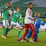 Das umstrittene Tor in der 44. Minute im Spiel von Mainz 05 gegen Werder Bremen. Der Treffer wurde nach dem Videobeweis zurückgenommen.  Foto: dpa/ Carmen Jaspersen