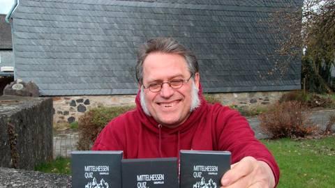 Klein, aber oho: Andreas Stahl hat ein Mittelhessen-Quiz mit 100 Fragen zur Region herausgebracht. Foto: Gert Heiland