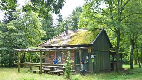 Das Rödelshäuschen im Groß-Umstädter Stadtwald war früher ein Zentrum der Forstwirtschaft. Jetzt spielt Groß-Umstadt eine zentrale Rolle bei der Vermarktung kommunalen Holzes durch das Holzkontor. Foto: Klaus Holdefehr