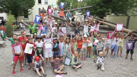 Vor Schüler Club Der Carlo Mierendorff Schule In Kostheim Feiert