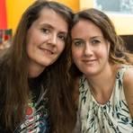 Zutiefst dankbar: Sabine Gröger (links) ist unglaublich froh, dass Laura Marasco und Freundin Elma Redzovic vor Ort waren, als ihr Bruder einen Herzstillstand erlitt und reanimiert werden musste. Foto: Mosel