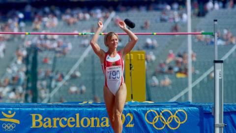 Zufrieden und glücklich: Siebenkämpferin Birgit Clarius überspringt bei den Olympischen Spielen 1992 in Barcelona 1,82 Meter und war am Ende Siebte. Foto: imago