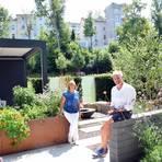 Ulrike Mecke und Michael Theune in ihrem Schaugarten. Foto: wita/Martin Fromme