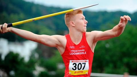 """Volle Konzentration bei Fynn Lenzner (TSG Wehrheim), der bei den """"Hessischen"""" das Speerwerfen der U18 mit starken 55,71 Metern sicher gewann.  Foto: kie"""
