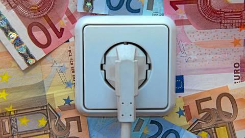 Strom ist in Deutschland im Schnitt mehr als zweieinhalb Mal so teuer wie im Rest der Welt.  Foto: dpa