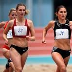Nele Weßel (li.) liefert sich beim Hallen-Meeting in Kalbach über 800 Meter einen spannenden Zweikampf mit WM-Teilnehmerin Gesa-Felicitas Krause.  Foto: kie