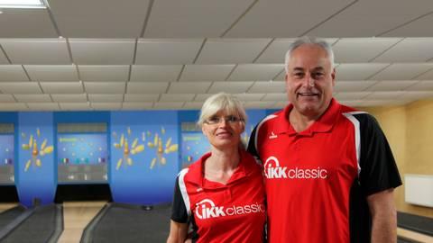 Jochen Janson, hier im Bild mit seiner Frau Bettina auf der Anlage des KSV Wetzlar, hofft, dass der beabsichtigte Neustart im Sportkegeln im Herbst erfolgen kann. Foto: KSV Wetzlar