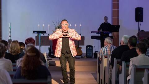 kabarett: ingmar maybach begeistert zuschauer in gau-odernheimer kirche