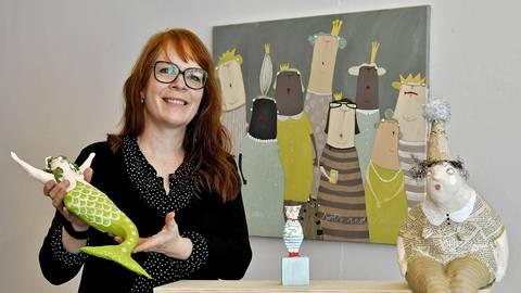 """Stefanie Mühlberg stellt unter ihrem Künstlernamen Kittiekat in der Galerie-Etage von """"Krämer reloaded"""". Foto: Dietmar Funck"""
