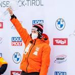 Zweite im Skeleton-Gesamtweltcup: Tina Hermann (l.) erkennt die Leistung von Siegerin Janine Flock neidlos an. Foto: dpa