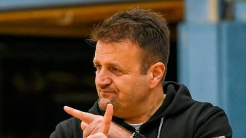 Kaltstart nach langer Pause auch für Trainer Dejan Kostic. Foto: Schepp