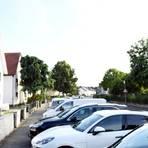 Die Parkzeitbegrenzung gilt schon nicht mehr, nun sollen bald auch die Schilder Am Borngraben verschwinden. Dazu ist eine Änderung der Gebührensatzung der Parkgebühren nötig. Darüber müssen nun die Stadtverordneten entscheiden. Archivfoto: Vollformat/Samantha Pflug