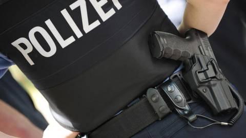 Ein Polizist. Symbolfoto: dpa