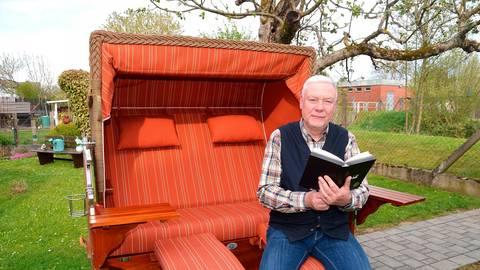 Zu den Hobbys von Thomas Repp gehören neben dem Karneval das Lesen und die Gartenarbeit.  Foto: Ihm-Fahle