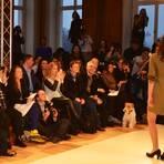 Renate Künast (2.v.l.) besucht die Show der nahchaltigen Mode. Foto: Anja Kossiwakis