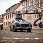 """Reichlich Gummi geben mehrere Porsche auf dem Heppenheimer Marktplatz. """"Zauberberg Productions"""" aus Berlin dreht dort am Freitag einen Werbespot, der weltweit zu sehen sein wird. Foto: Sascha Lotz"""