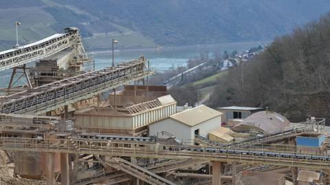 Der Blick von den Anlagen des Steinbruchs Richtung Trechtingshausen. Foto: Jochen Werner