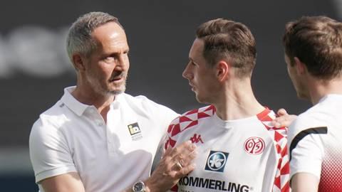Ob der Frankfurter Trainer Adi Hütter (l.) dem an Mainz ausgeliehenen Dominik Kohr nach dem Spiel gratuliert hat? Foto: dpa