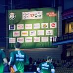 Werbung beim Heimspiel in der Rittal-Arena: die Sponsorentafel der HSG Wetzlar. Foto: Marco Kessler/mediashots