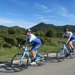 Das Team der italienischen Zentrale für Tourismus fährt beim Giro-E mit. Foto: Enit