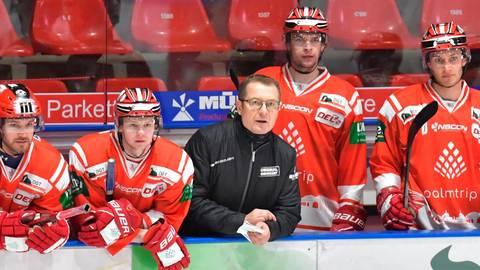 Hannu Järvenpää und seine Jungs schauen Freitag nun in die Röhre, ehe es Sonntag gen Sachsen geht. Foto: Blatterspiel