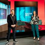 Auf Sendung: Bülent Ceylan (links) und 3sat-Moderatorin Nina Brunner. Foto: ZDF/Jana Kay