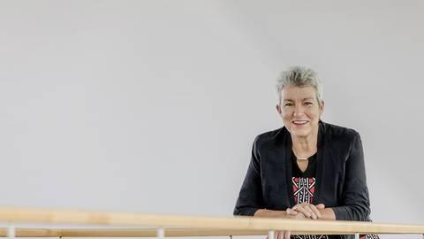 Carola Lentz war jahrelang Professorin für Ethnologie an der Universität Mainz, wo sie inzwischen als Seniorforschungsprofessorin tätig ist. Im November wurde die 67-Jährige neue Präsidentin des Goethe-Instituts, Deutschlands internationalem Kulturinstitut mit 157 Standorten in 98 Ländern. Foto: Goethe-Institut/Loredana la Rocca