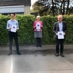CDU, Grüne und Freie Wähler wollen in den nächsten Jahren die Führungsrolle im Landkreis Gießen übernehmen. Stolz präsentierten Christian Zuckermann (Grüne), Christopher Lipp (CDU), Gerda Weigel-Greilich (Grüne) und Kurt Hillgärtner (Freie Wähler, v.l.) den Entwurf des Koalitionsvertrages.  Foto: Böhm