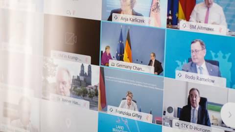 Die Bund-Länder-Konferenz wurde zuletzt digital abgehalten. Das könnte sich bald wieder ändern. Foto: Ole Sparta/dpa