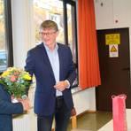 Harald Pusch dankt seiner Vorgängerin Ursula Rolshausen. Foto: Scherer