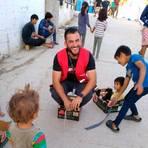 Bereits bei seinem ersten Aufenthalt in Moria hat sich Anas Altan sehr für die Menschen im Camp eingesetzt. Foto: Altan