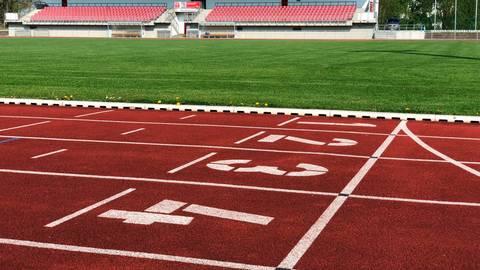 Ob im Wetzlarer Stadion 2021 Meisterschaften stattfinden können, bleibt offen. Ursprünglich für den Mai geplant, wurden sie auf dem digitalen Wetzlarer Leichtathletik-Kreistag auf unbestimmte Zeit verschoben. Foto: Lars Wörner