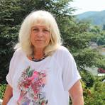 Ortsvorsteherin Brigitte Kanz auf ihrem Balkon. Von dort hat sie einen schönen Blick auf Hornbach.Foto: Katja Gesche  Foto: Katja Gesche