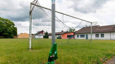 Der SV Werder Bremen wird auf dem Climbacher Rasengeläuf wohl nicht so schnell gegen den Ball treten. Foto: Schepp