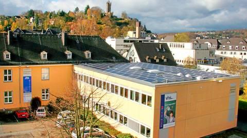 Die Lahn-Dill-Akademie, also die Kreis-Volkshochschule - hier der Hauptsitz in Dillenburg, will mit einem neuen Konzept mehr Kursteilnehmer gewinnen.  Foto: Jörgen Linker