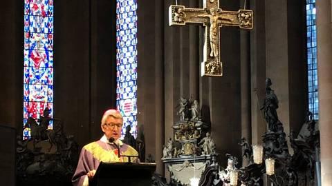 Der Bischof Peter Kohlgraf hat in einem Gedenkgottesdient der Toten in der Corona-Pandemie gedacht. Foto: Friedrich Roeingh