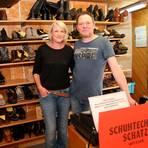 Alles wird wieder ok: Das ist die Hoffnung, die auch Carsten Schatz und seine Frau Daniela hegen. Durch die Corona-Krise kommen deutlich weniger Kunden in den Laden. Foto: Olivia Heß