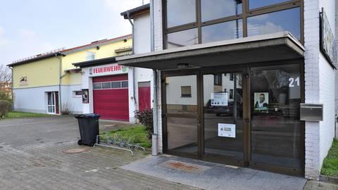 """Kita, Feuerwehr, Dorfgemeinschaftshaus (v.li.) – es bedarf einer Gesamtlösung bei der Entscheidung, was mit der Kindertagesstätte """"Kleine Strolche"""" passiert. Foto: Thomas Schmidt"""