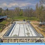 Das Schwimmerbecken im Kleinfeldchen wird erneuert. Das alte Fliesenbecken wird von einer Edelstahlkonstruktion ersetzt.